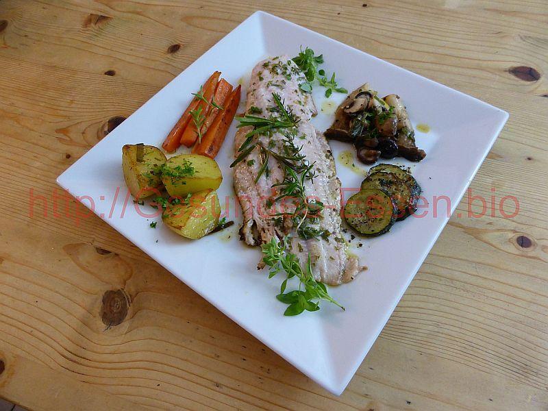 Der Kräuter-Wels teilt Gemüse